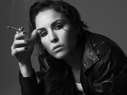 Beautiful Noomi Rapace Smooking Pictures Noomi Rapace