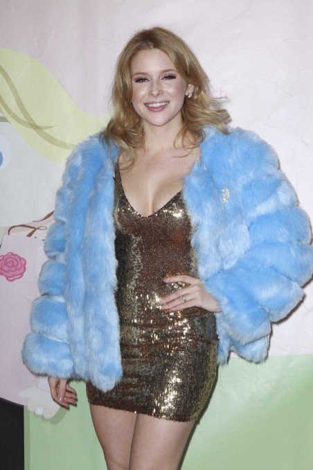 Renee Olstead At The Too Faceds Sweet Peach Launch Party In West Hollywood Renee Olstead