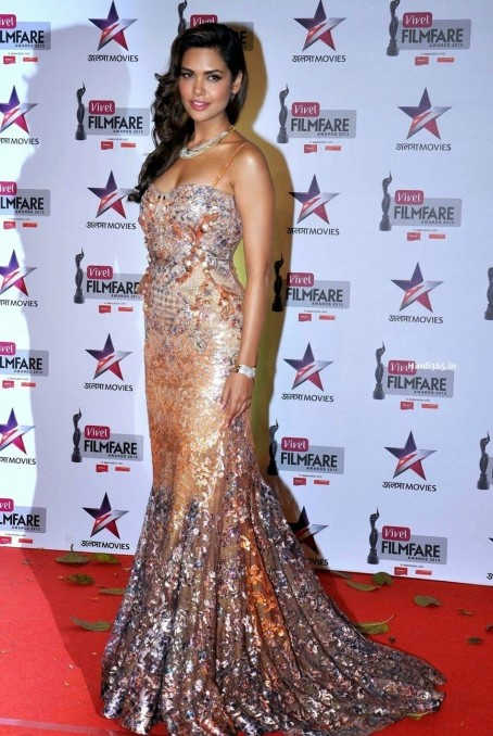 Riya Sen Esha Gupta Sonam Kapoor At Filmfare Awards