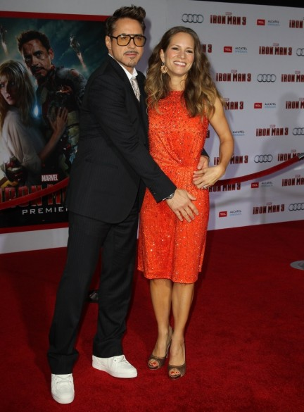Robert Downey Jr With Wife New Hot Pic