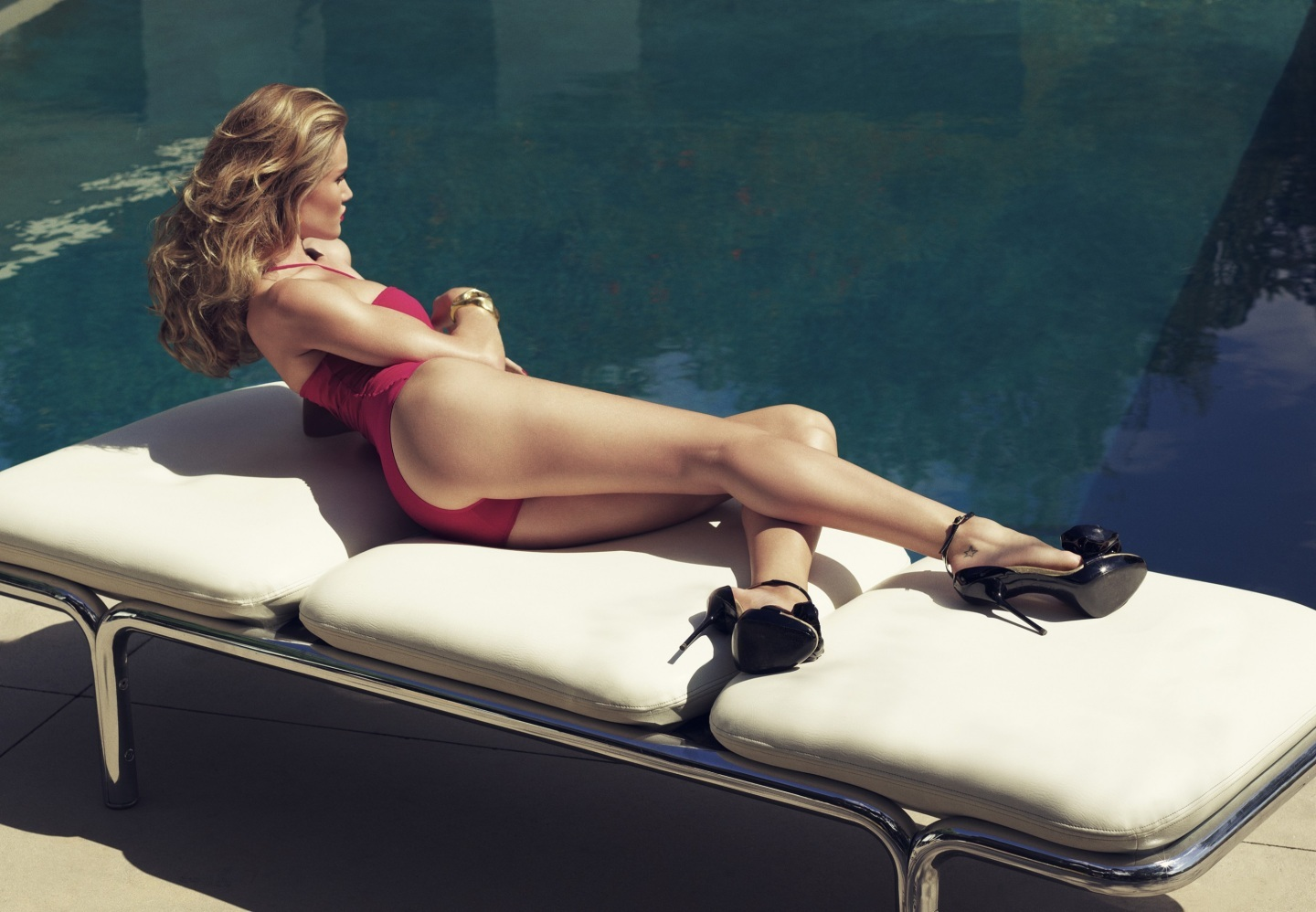 Rosie Huntington Whiteley Hot For Harpers Bazaar Uk Body