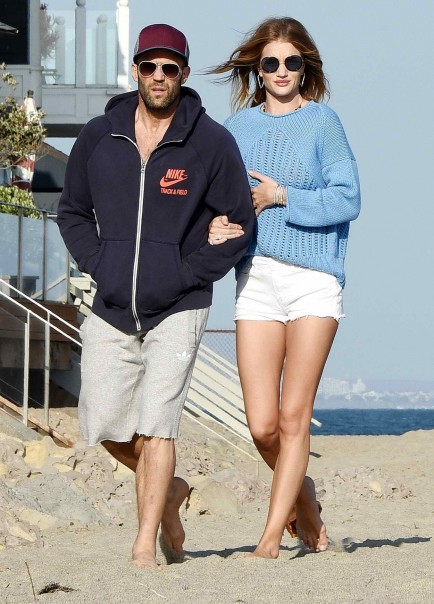 Rosie Huntington Whiteley Was Strolling At The Beach In Malibu Rosie Huntington Whiteley
