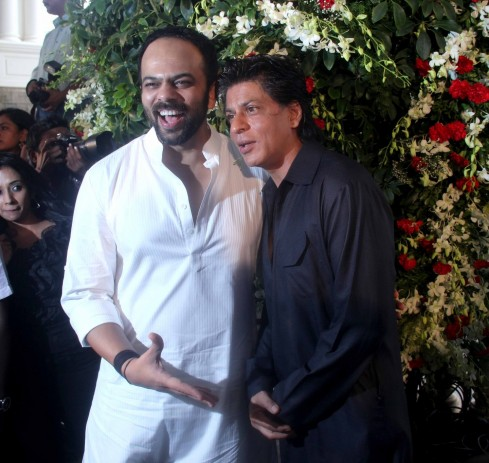 Shah Rukh Celebrated Eid With His Family At His Home Mannat  Family
