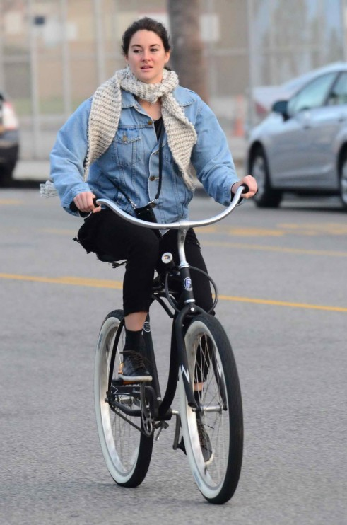 Shailene Woodley At Bicycle In Venice Shailene Woodley