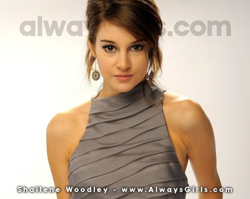 Shailene Woodley Wallpaper Normal