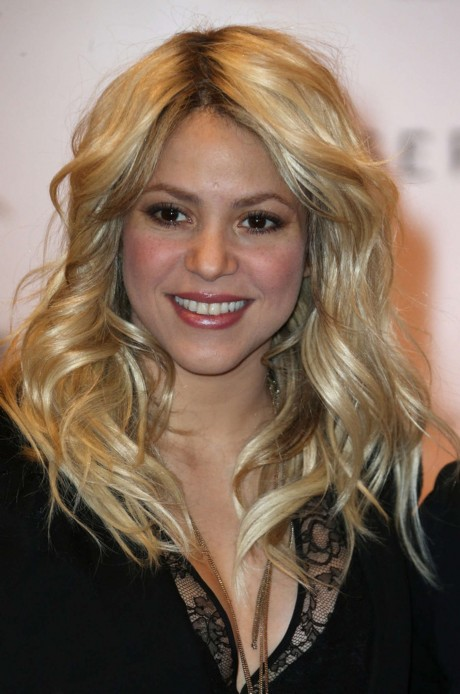 Shakira Height Weight Age Bra Size Affairs Body Stats Bollywoodfox