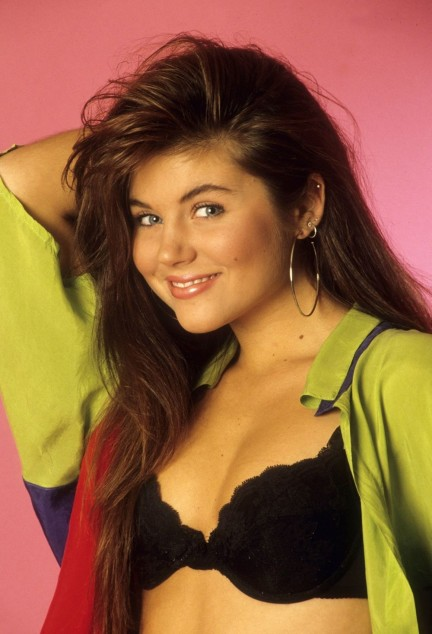 Tiffani Thiessen Saved By The Bell Outfits Wallpaper Tiffani Thiessen