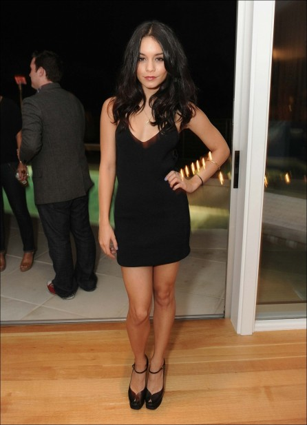 Vanessa Hudgens In Black Dress Without Sleeves Fashion