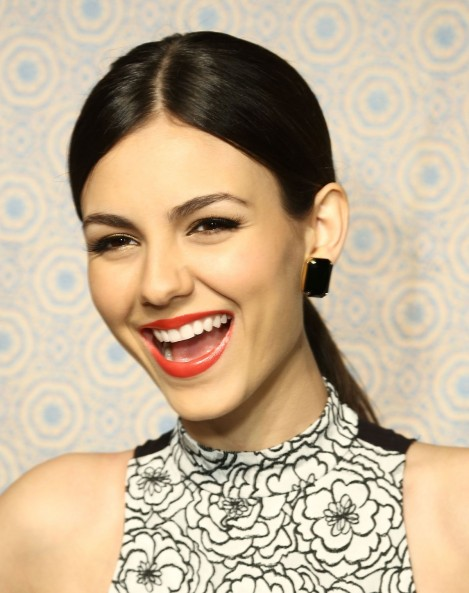 Victoria Justice At Alice Olivia By Stacey Bendet Fall Fashion Show In New York Fashion