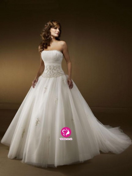 Uk Spring Style Ball Gown Strapless Embroidery Sleeveless Chapel Train Tulle Wedding Dresses For Brides Dress