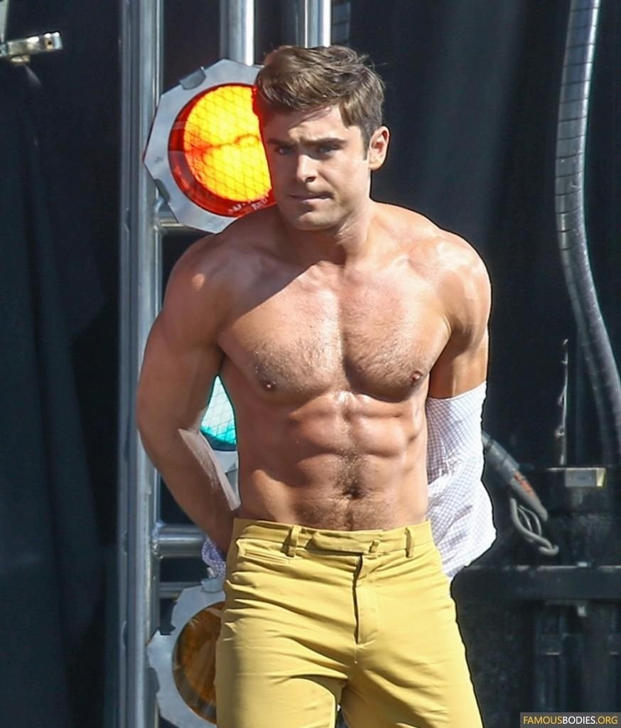 Zac Efron Robert De Niro Have Shirtless Contest On Set