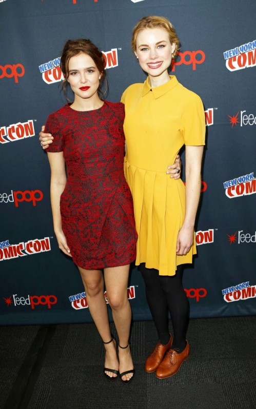 Zoey Deutch Lucy Fry And Sami Gayle Vampire Academy At The New York Comic Con Vampire Academy